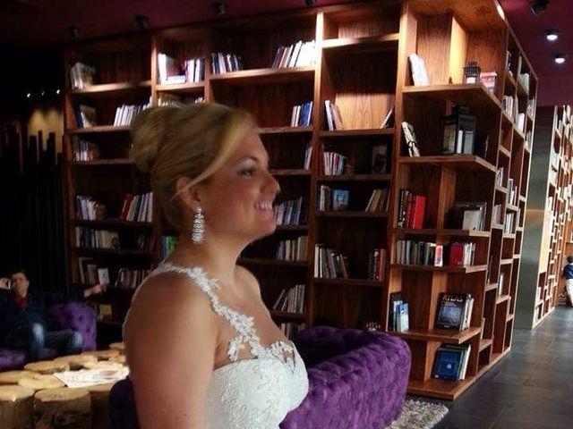 La boda de Juan y Maria del Mar en L' Hospitalet De Llobregat, Barcelona 3