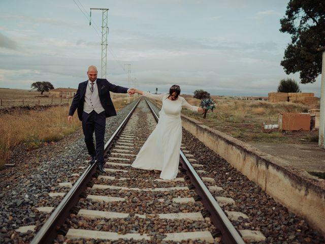 La boda de María y Luis Alberto en Villar De Los Alamos, Salamanca 109