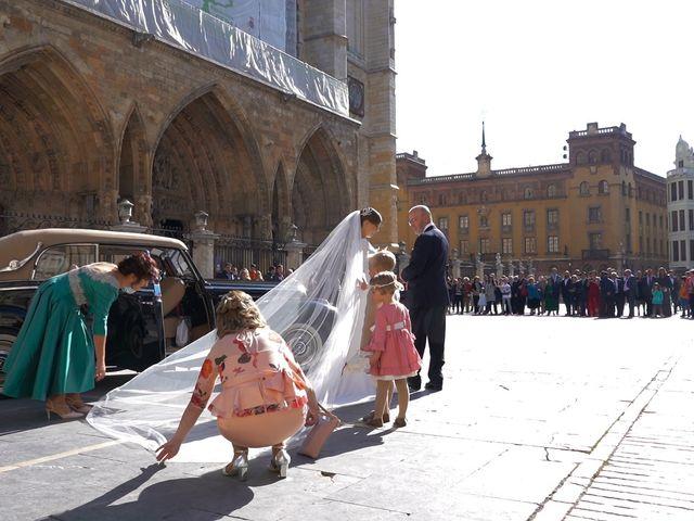La boda de Marcos y Estefanía en Cembranos, León 73