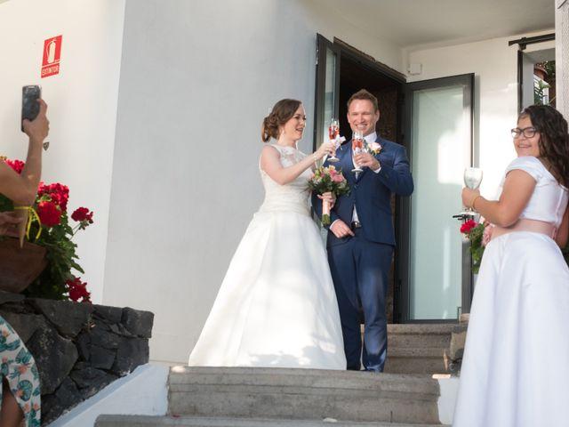 La boda de Cristian y Aniuska en La Victoria De Acentejo, Santa Cruz de Tenerife 23