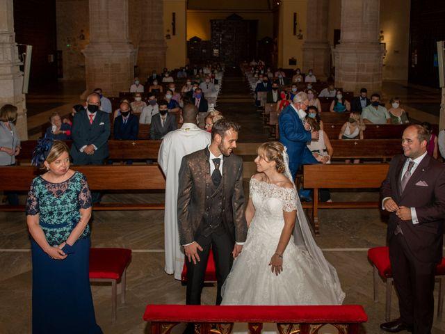 La boda de juan carlos y cari carmen en Villarrobledo, Albacete 11