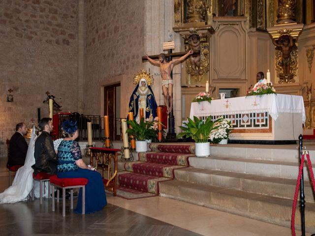 La boda de juan carlos y cari carmen en Villarrobledo, Albacete 13