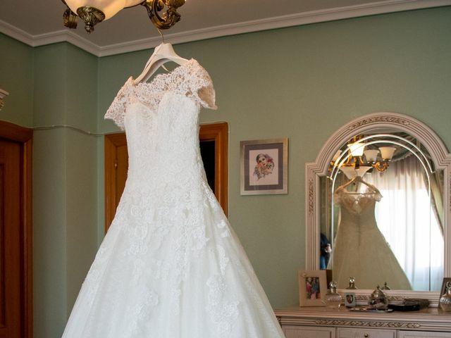 La boda de juan carlos y cari carmen en Villarrobledo, Albacete 16