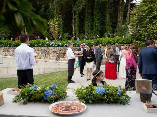 La boda de Juan y Begoña en Nigran, Pontevedra 76