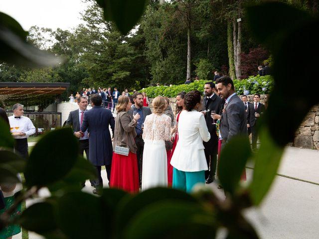 La boda de Juan y Begoña en Nigran, Pontevedra 77