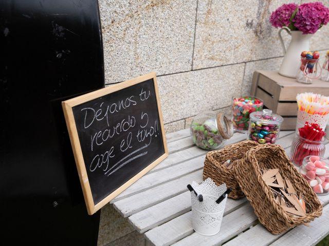 La boda de Juan y Begoña en Nigran, Pontevedra 81