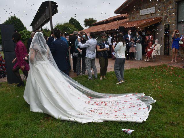 La boda de Iker y Carla en Sondika, Vizcaya 17