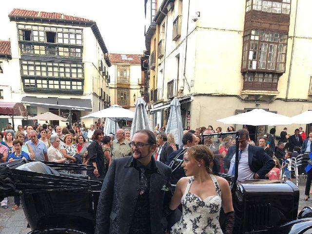 La boda de Gonzalo  y María  en León, León 1
