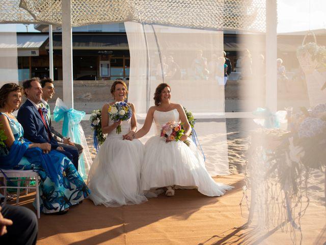 La boda de Alba y Yolanda en Playa De Daimús, Valencia 19