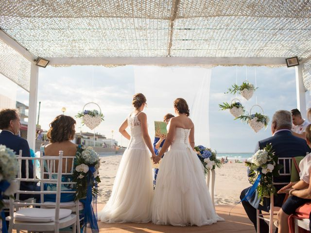 La boda de Alba y Yolanda en Playa De Daimús, Valencia 23