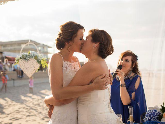 La boda de Alba y Yolanda en Playa De Daimús, Valencia 24