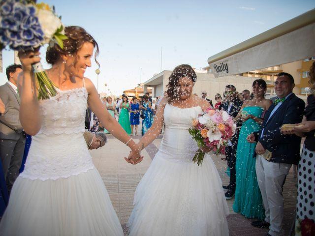 La boda de Alba y Yolanda en Playa De Daimús, Valencia 25