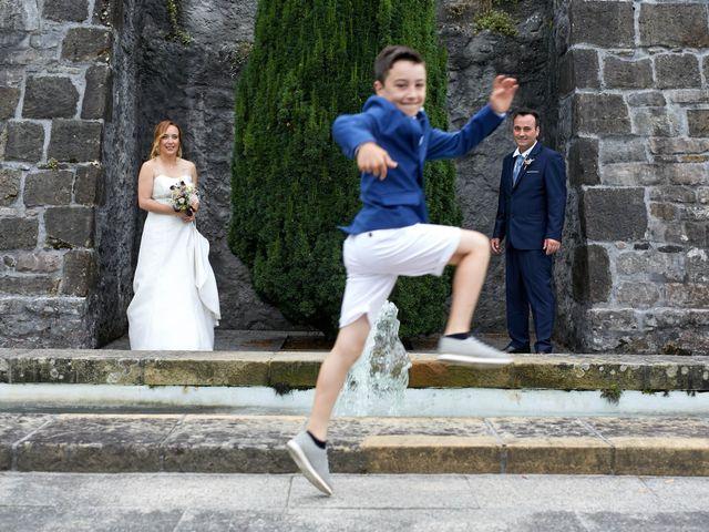 La boda de Ivan y Itziar en Hondarribia, Guipúzcoa 17