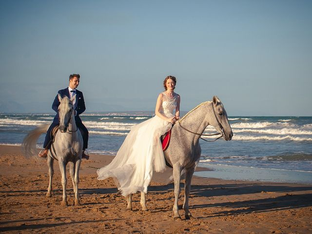 La boda de Alejandro y Cristina en Torrevieja, Alicante 13