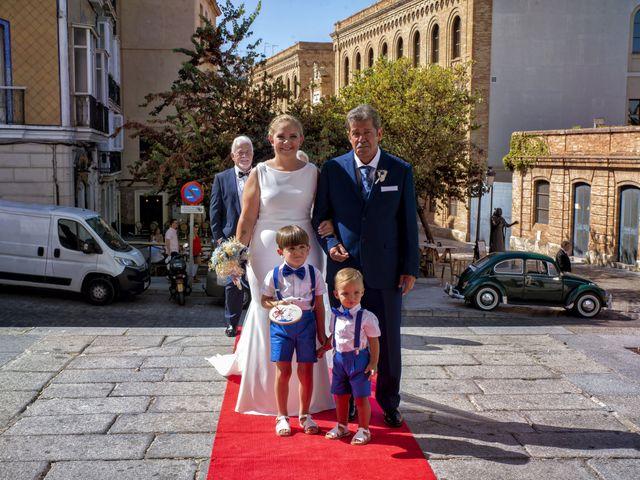 La boda de Mamen y José Domingo en Cádiz, Cádiz 4