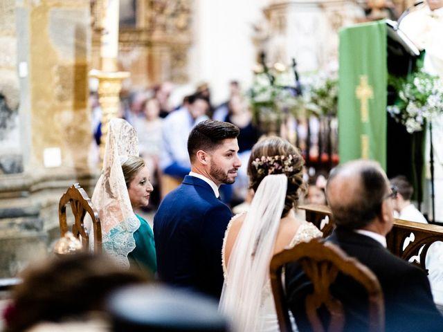 La boda de Miguel y Elena en Llerena, Badajoz 12