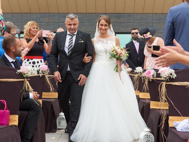 La boda de Miguel y Rosalina en Avilés, Asturias 8