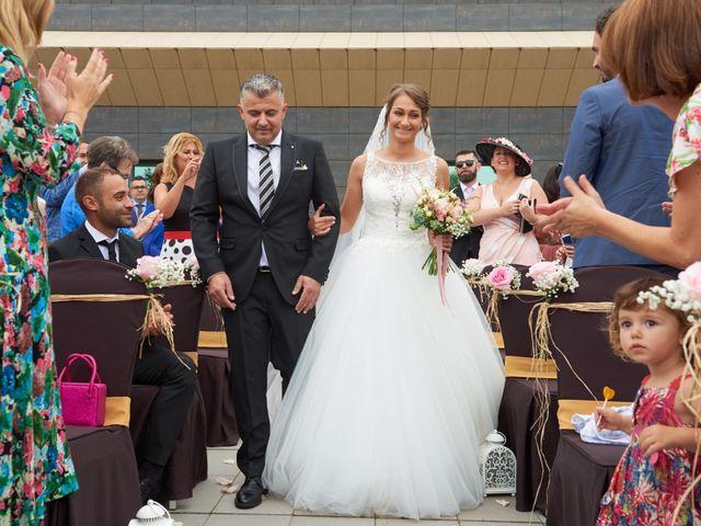 La boda de Miguel y Rosalina en Avilés, Asturias 9