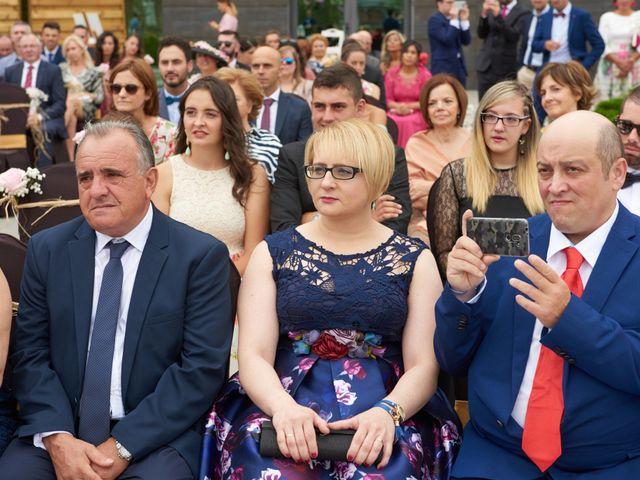 La boda de Miguel y Rosalina en Avilés, Asturias 11