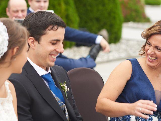 La boda de Miguel y Rosalina en Avilés, Asturias 12