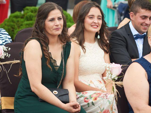 La boda de Miguel y Rosalina en Avilés, Asturias 13