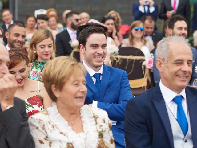 La boda de Miguel y Rosalina en Avilés, Asturias 14