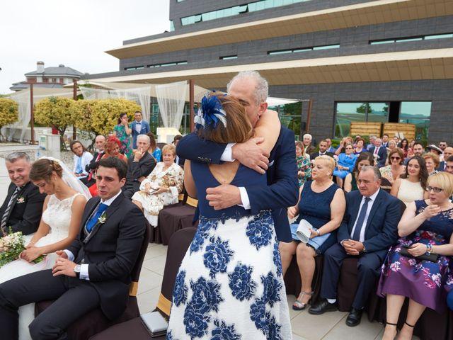 La boda de Miguel y Rosalina en Avilés, Asturias 19
