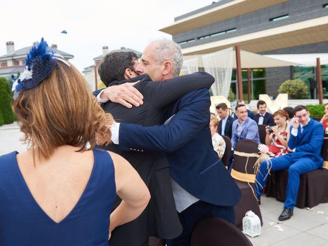 La boda de Miguel y Rosalina en Avilés, Asturias 20