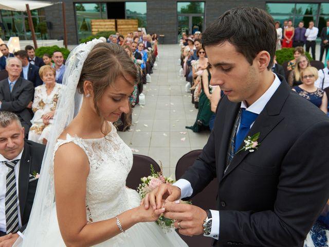 La boda de Miguel y Rosalina en Avilés, Asturias 22