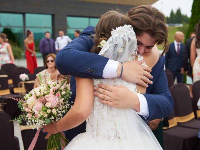 La boda de Miguel y Rosalina en Avilés, Asturias 23