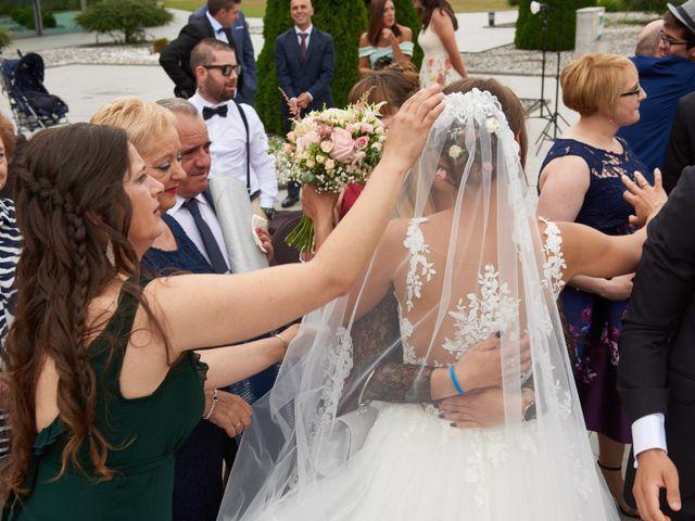 La boda de Miguel y Rosalina en Avilés, Asturias 24