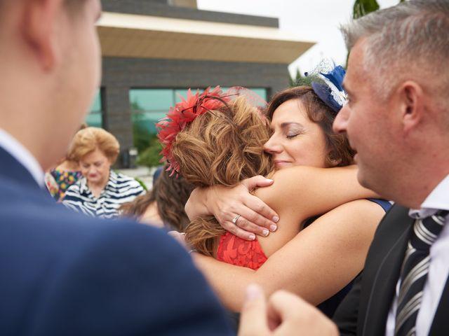 La boda de Miguel y Rosalina en Avilés, Asturias 25