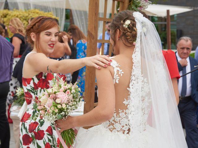 La boda de Miguel y Rosalina en Avilés, Asturias 26
