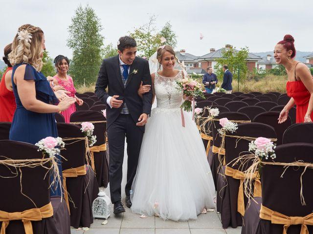 La boda de Miguel y Rosalina en Avilés, Asturias 27