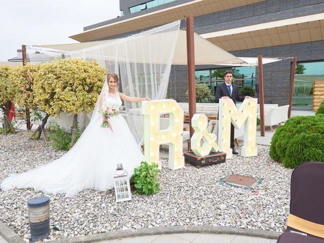 La boda de Miguel y Rosalina en Avilés, Asturias 34