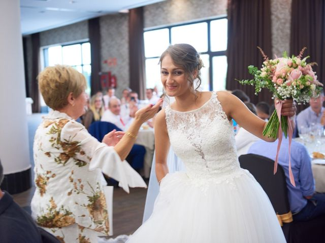 La boda de Miguel y Rosalina en Avilés, Asturias 37