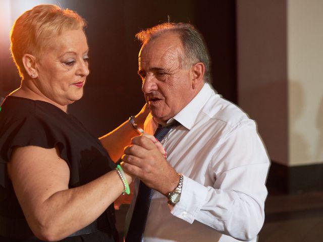 La boda de Miguel y Rosalina en Avilés, Asturias 42