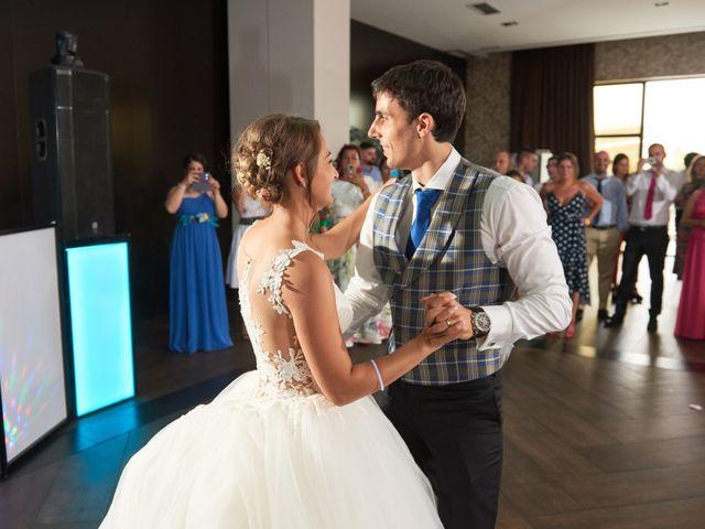 La boda de Miguel y Rosalina en Avilés, Asturias 48