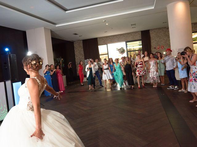 La boda de Miguel y Rosalina en Avilés, Asturias 51