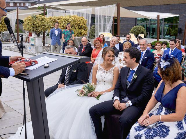 La boda de Miguel y Rosalina en Avilés, Asturias 61