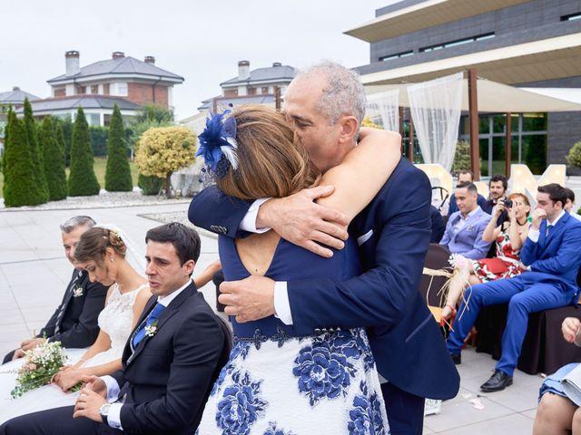 La boda de Miguel y Rosalina en Avilés, Asturias 62