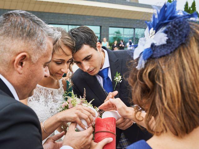 La boda de Miguel y Rosalina en Avilés, Asturias 63