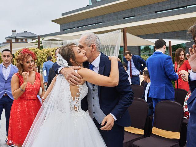 La boda de Miguel y Rosalina en Avilés, Asturias 64
