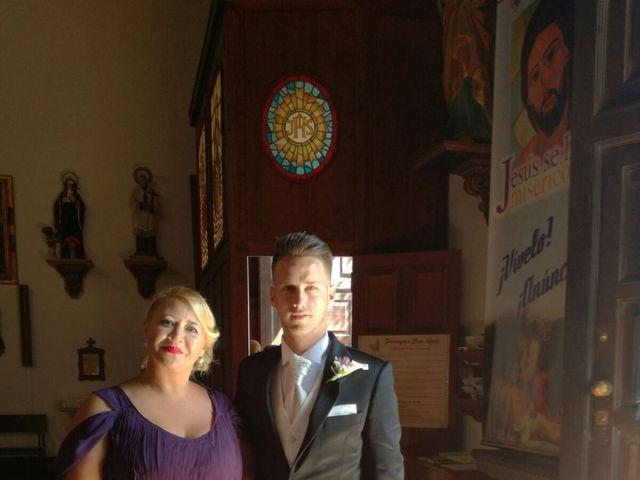 La boda de Daniel y Elena  en Arrecife, Las Palmas 5