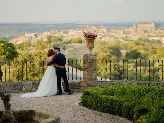 La boda de Cesar Loo y Lourdes González  en Toledo, Toledo 26