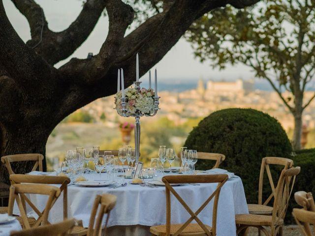 La boda de Cesar Loo y Lourdes González  en Toledo, Toledo 28