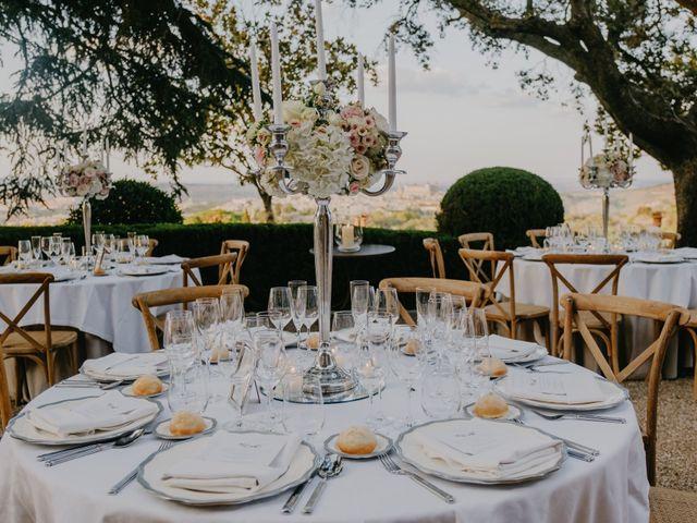 La boda de Cesar Loo y Lourdes González  en Toledo, Toledo 29
