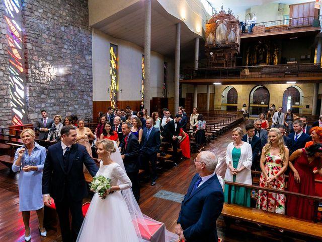 La boda de Josu y Paola en Hondarribia, Guipúzcoa 28
