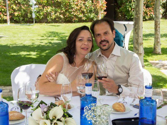 La boda de David y Veronica en Navacepedilla De Corneja, Ávila 21