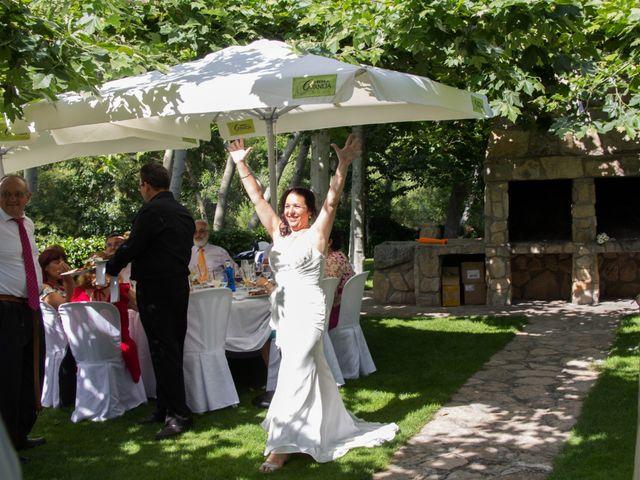La boda de David y Veronica en Navacepedilla De Corneja, Ávila 23